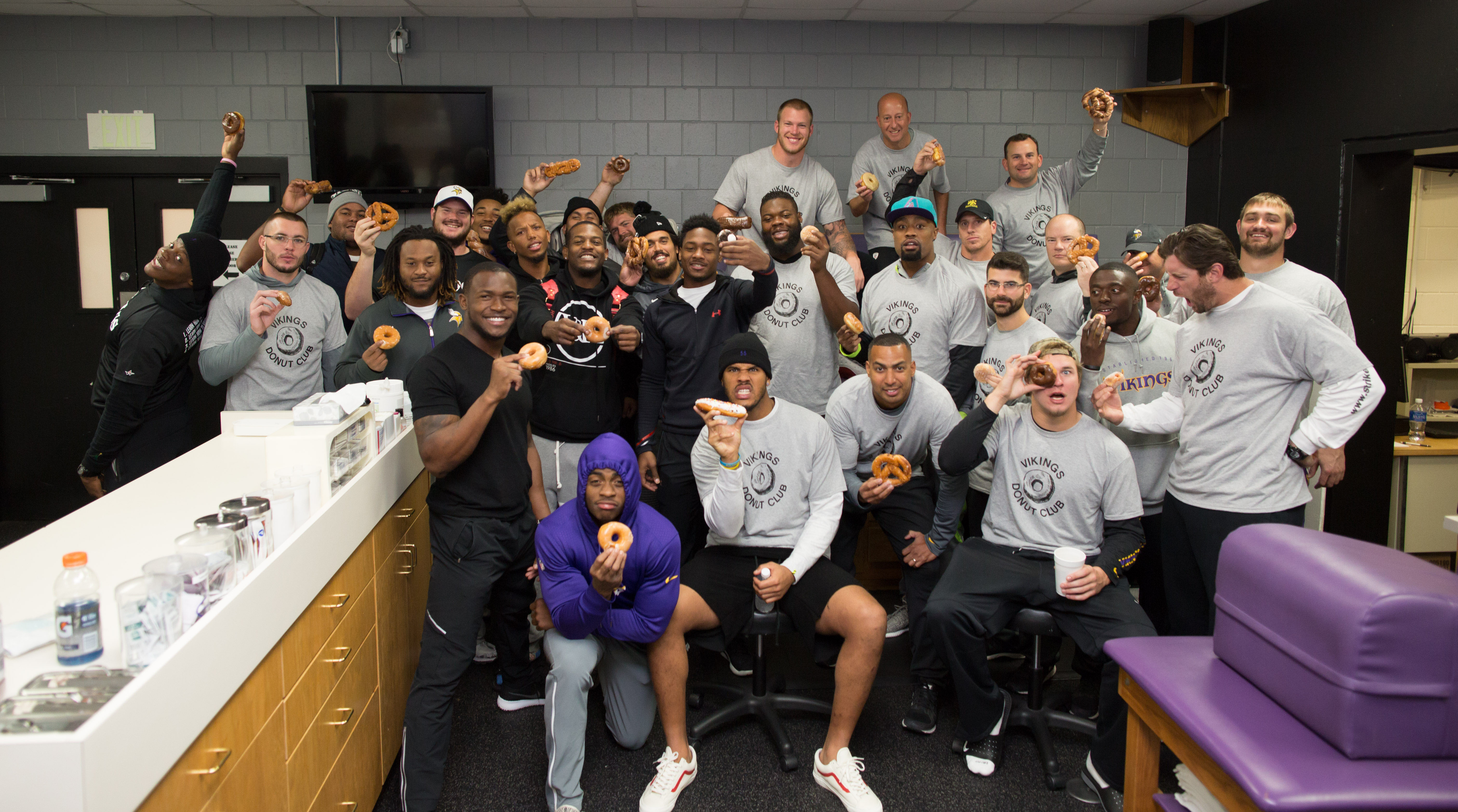 Donut Club gathers for the Week 6 group shot.