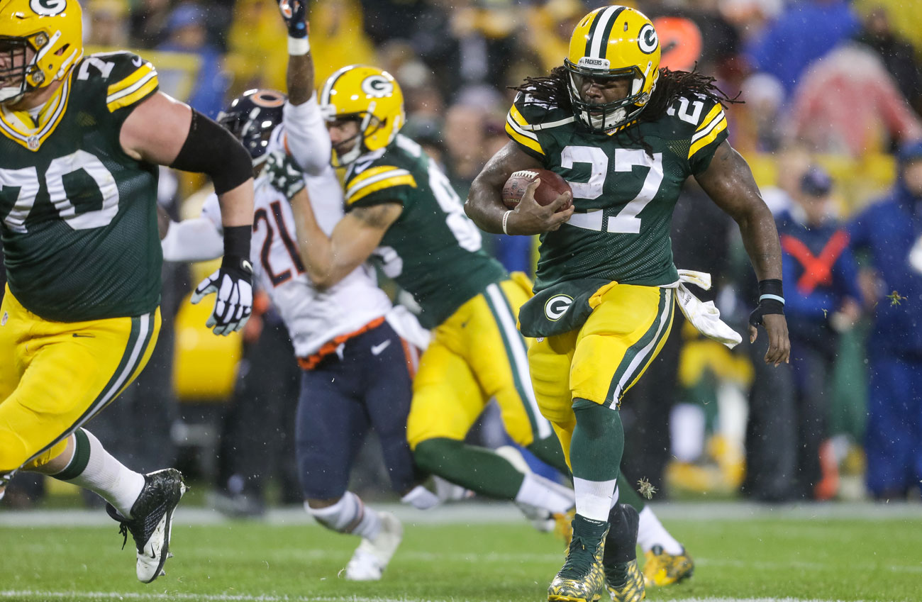 Eddie Lacy carries for the Packers against the Bears on Thanksgiving night 2015.