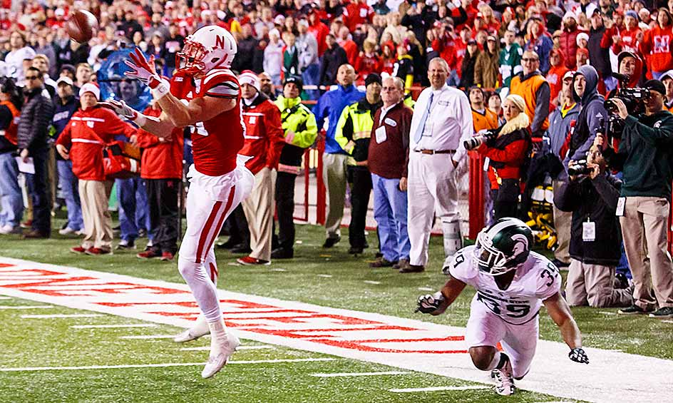 Nebraska 39, Michigan State 38: The Cornhuskers stunned the Spartans with 17 seconds left on Tommy Armstrong's 30-yard touchdown pass to Brandon Reilly that survived a video review. Nebraska's upset win in Lincoln  handed MSU its lone blemish on the season.
