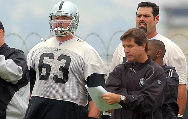 When Raiders' Barret Robbins disappeared before Super Bowl XXXVII