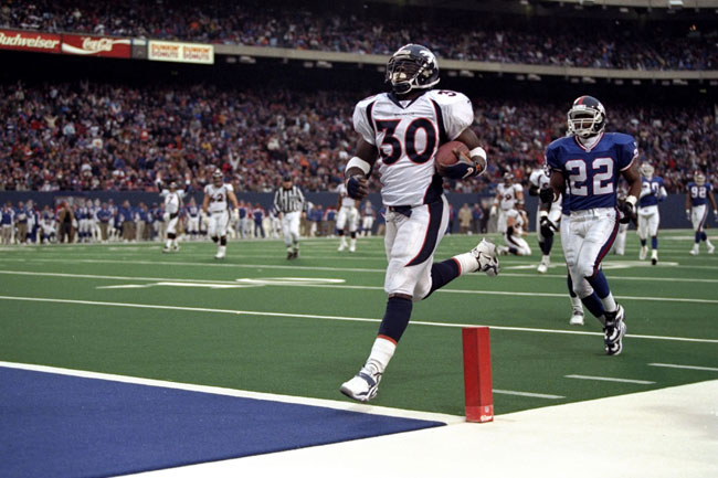 Terrell Davis scores a fourth-quarter go-ahead touchdown against the Giants in '98.