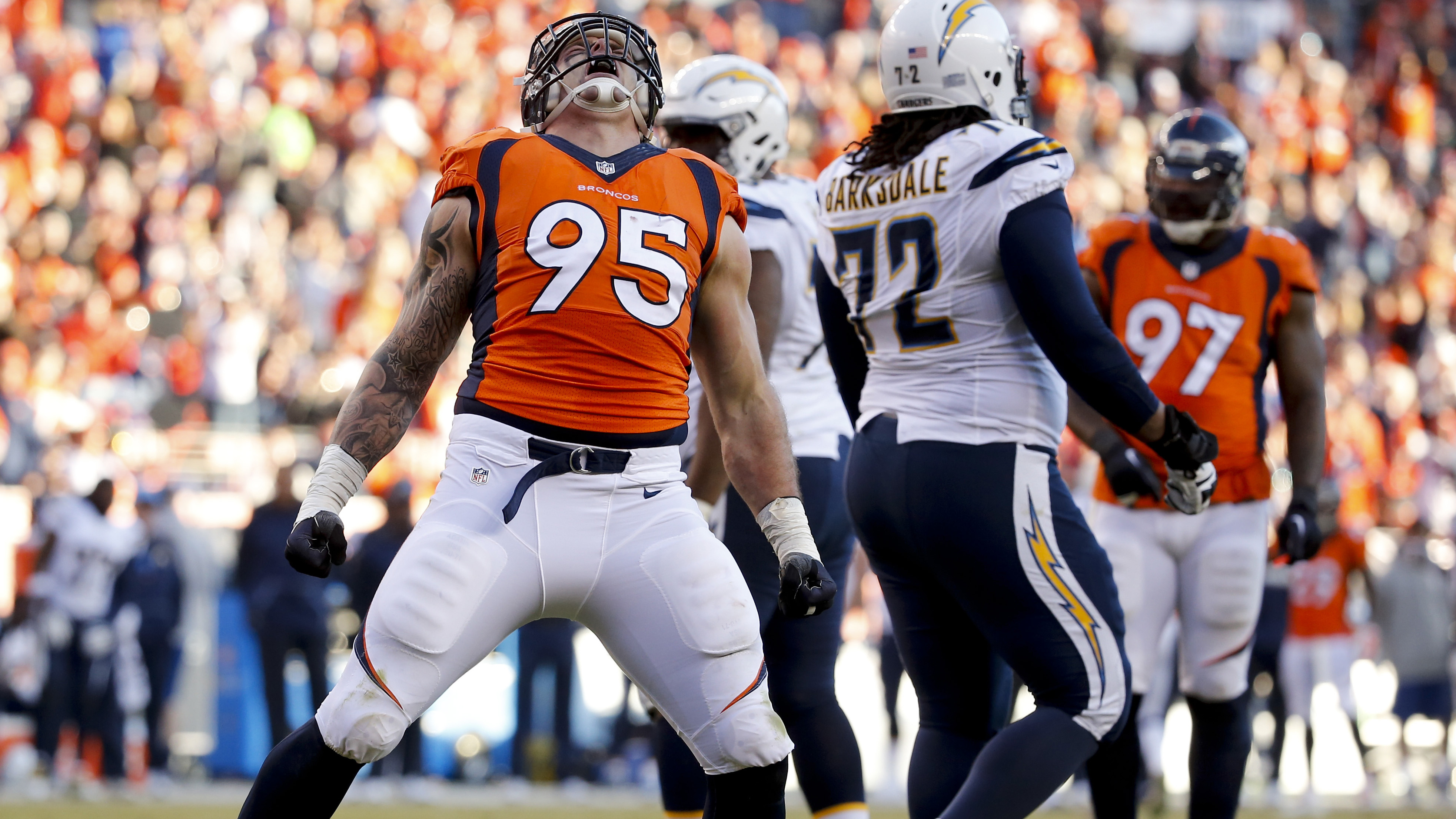 Denver Broncos Derek Wolfe signs four year extension