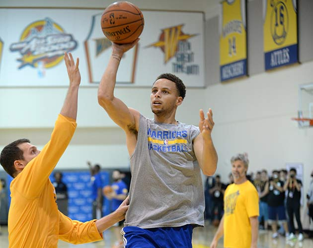 Nike U'Ren, Stephen Curry and Bruce Fraser