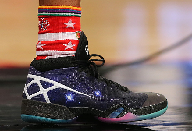 Sneaker Wars: Stephen Curry, LeBron James engage in ...