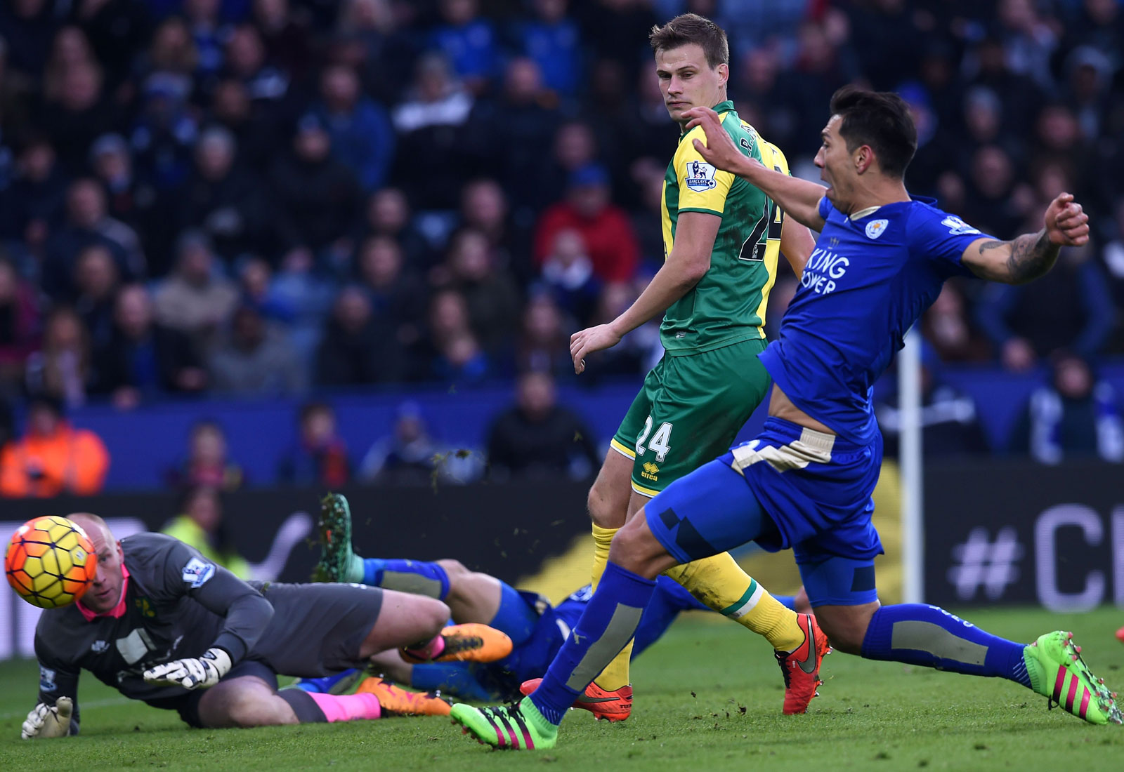 Both times Leicester lost to Arsenal it followed up with wins over Norwich City to right the ship. The second time was far more thrilling, with Leonardo Ulloa scoring an 89th-minute winner at King Power Stadium to put the title ship back on course.