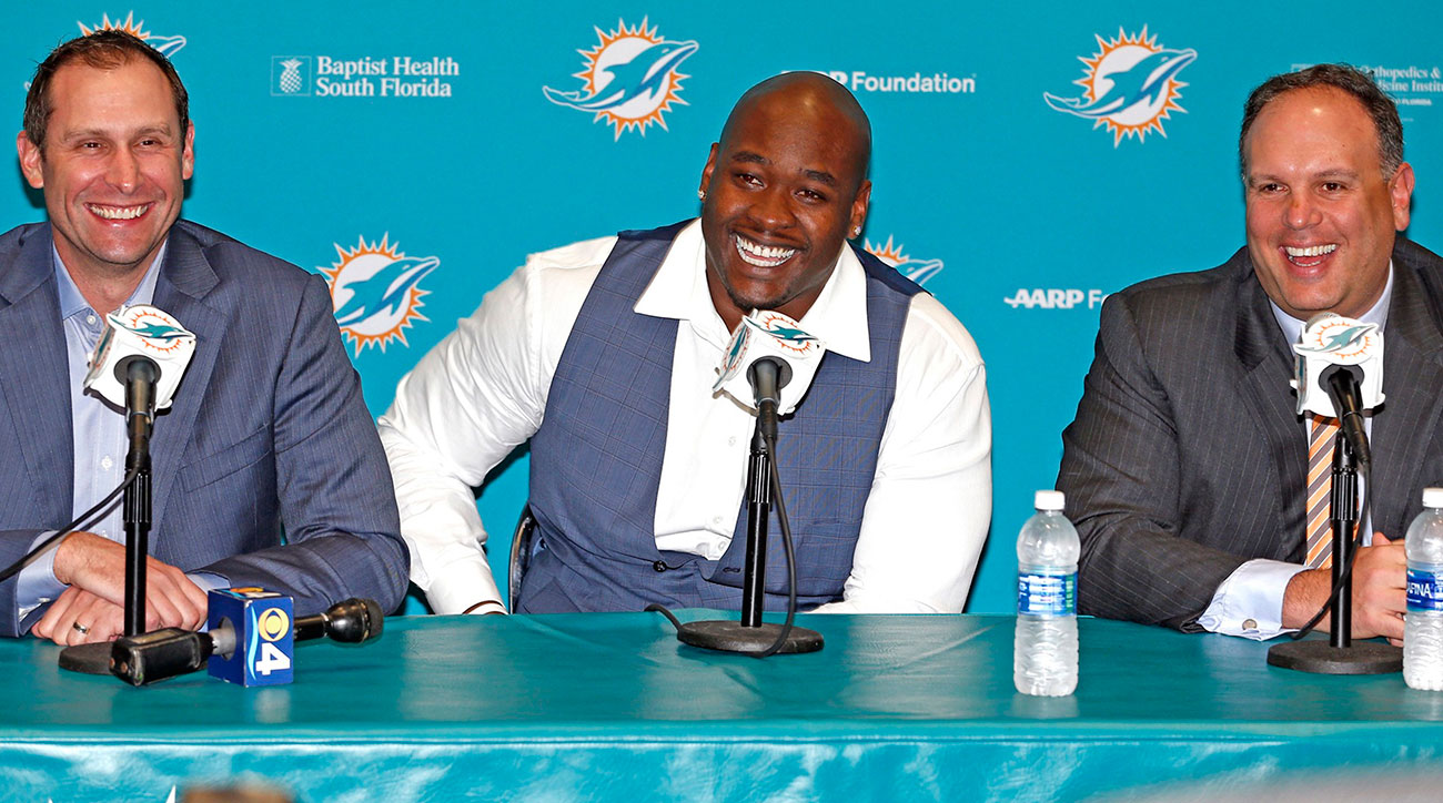 Tunsil, with Gase (left) and Tannenbaum, was all smiles in Miami the day after his first-round draft ordeal.