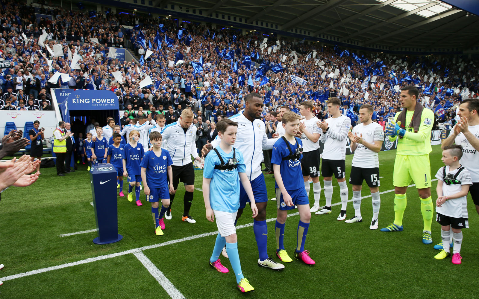 Everton provides a guard of honor for Leicester City ahead of their match.