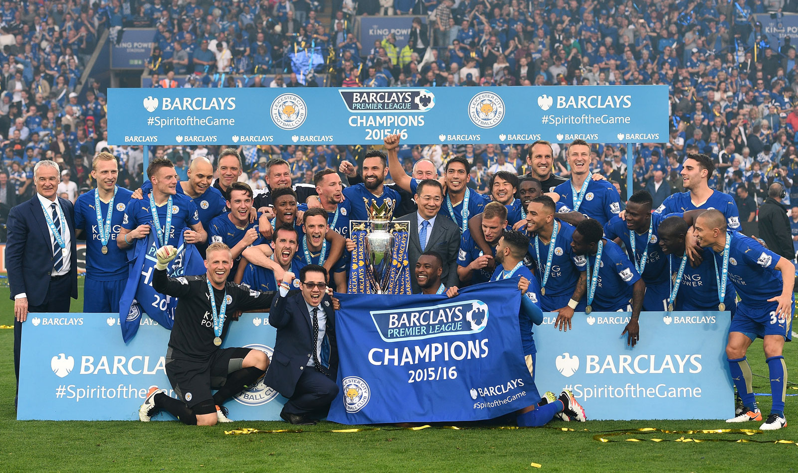 A team photo for the ages: Leicester City with its Premier League championship trophy