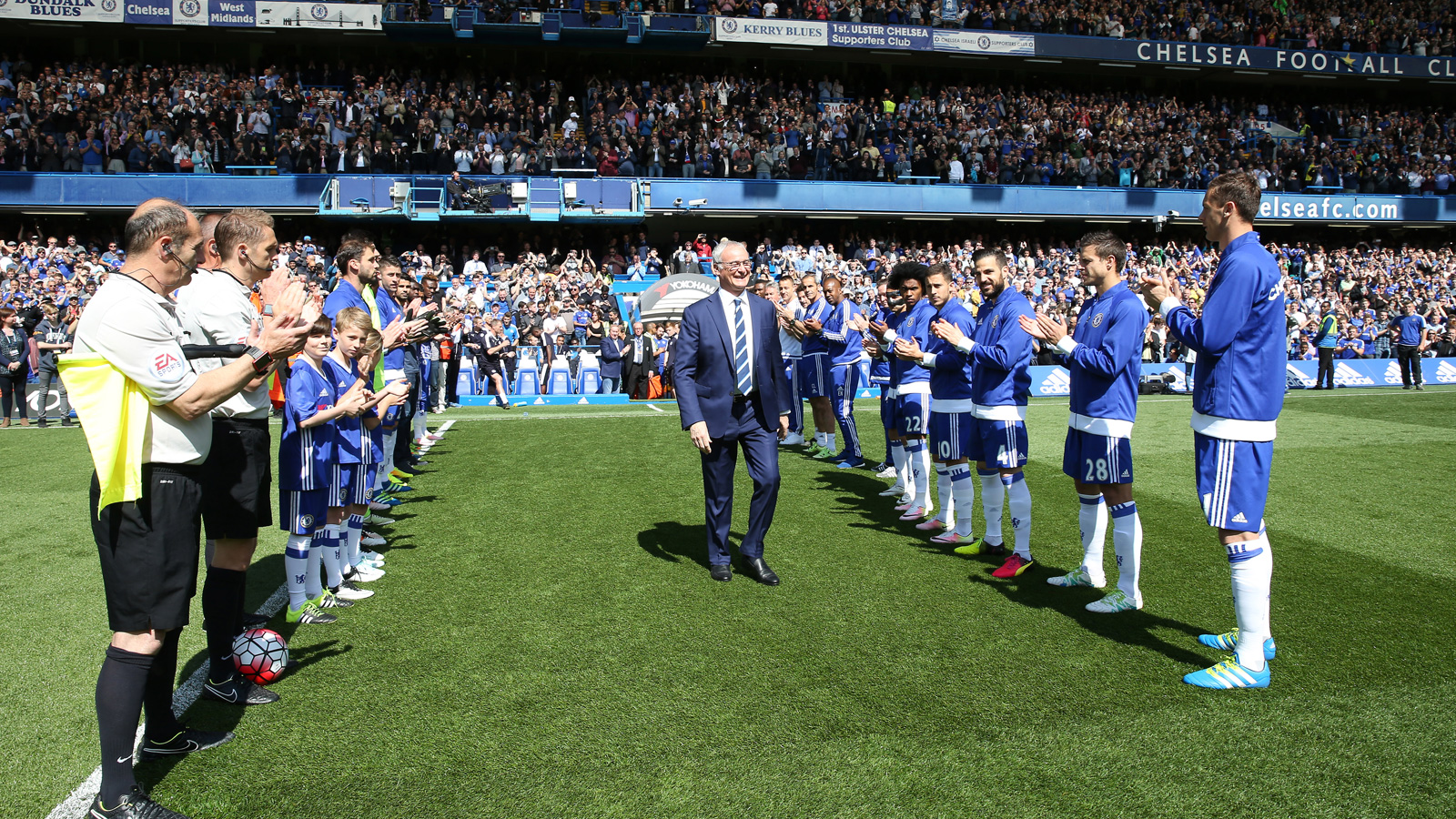 Claudio Ranieri returns to Stamford Bridge, where he was jettisoned in 2004 for Jose Mourinho, and steps through Chelsea's guard of honor, which the outgoing champions provided for Leicester City.