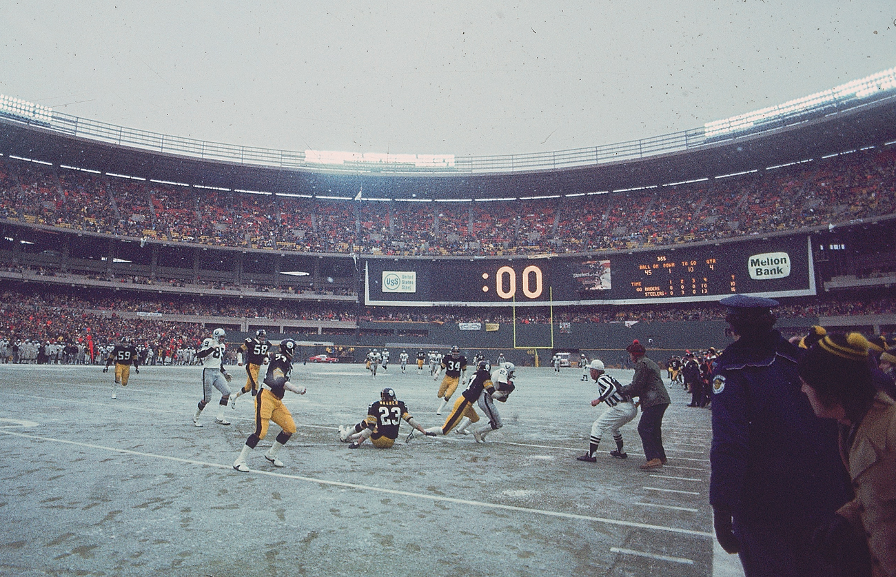 Lambert (58) had Kwalick (89) covered on the final play of the AFC title game in January 1976.