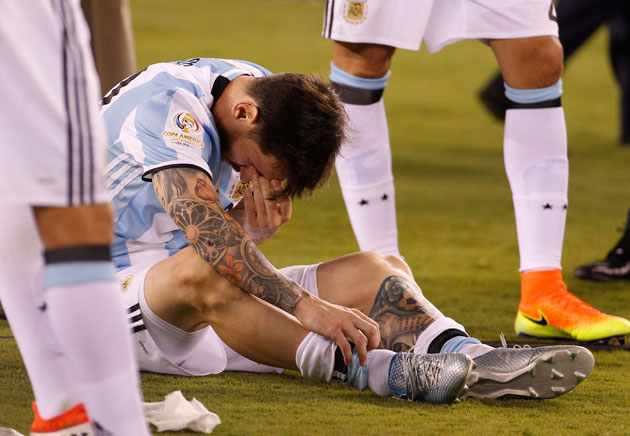 Lionel Messi can't bear to watch after missing his penalty kick for Argentina in the Copa America final