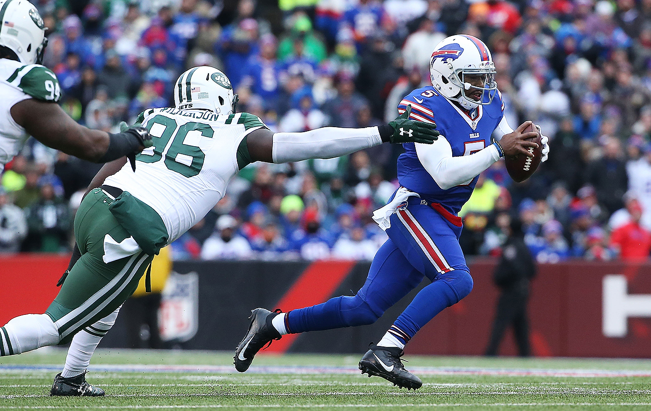 Tyrod Taylor's ability to make plays with his feet, as well as his arm, led to him securing the Bills' starting quarterback job in 2015.