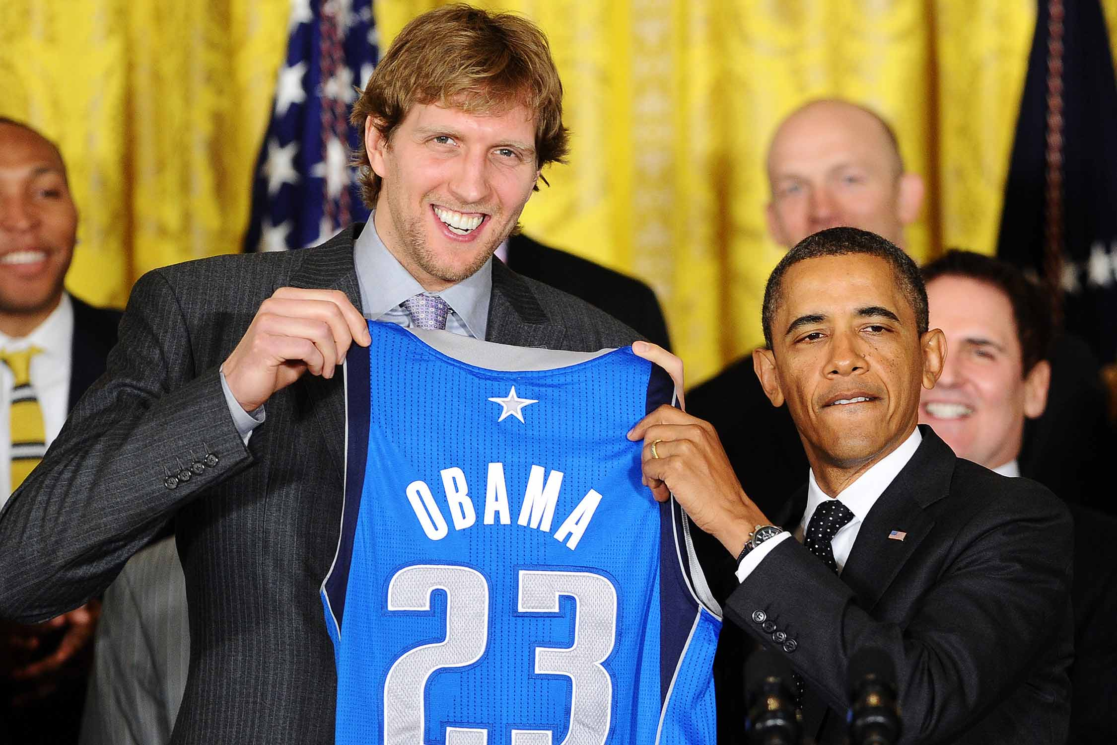 Dirk Nowitzki presents President Barack Obama with a Mavs jersey during the Dallas Mavericks' White House visit in 2012.