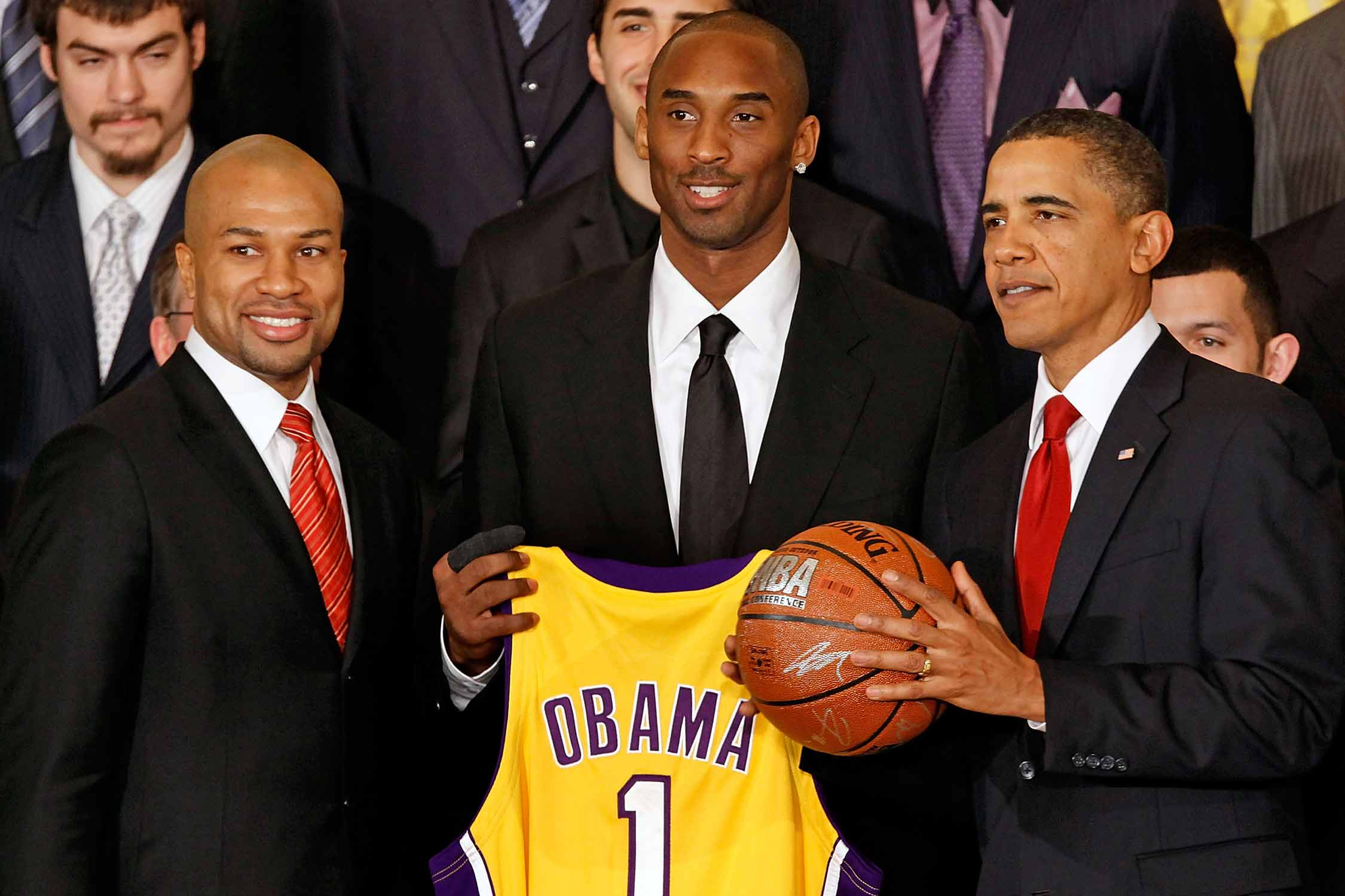 Derek Fisher, Kobe Bryant and President Barack Obama posing during the Los Angeles Lakers' White House visit in 2010.