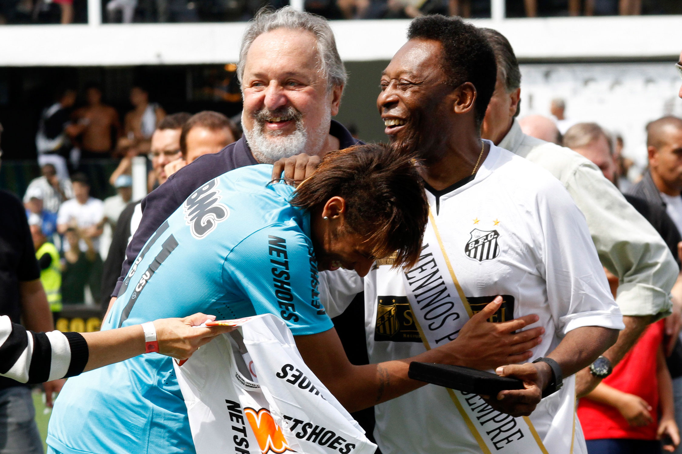 Brazil's past and present: Pele and Neymar at a Santos FC commemoration match in 2012.