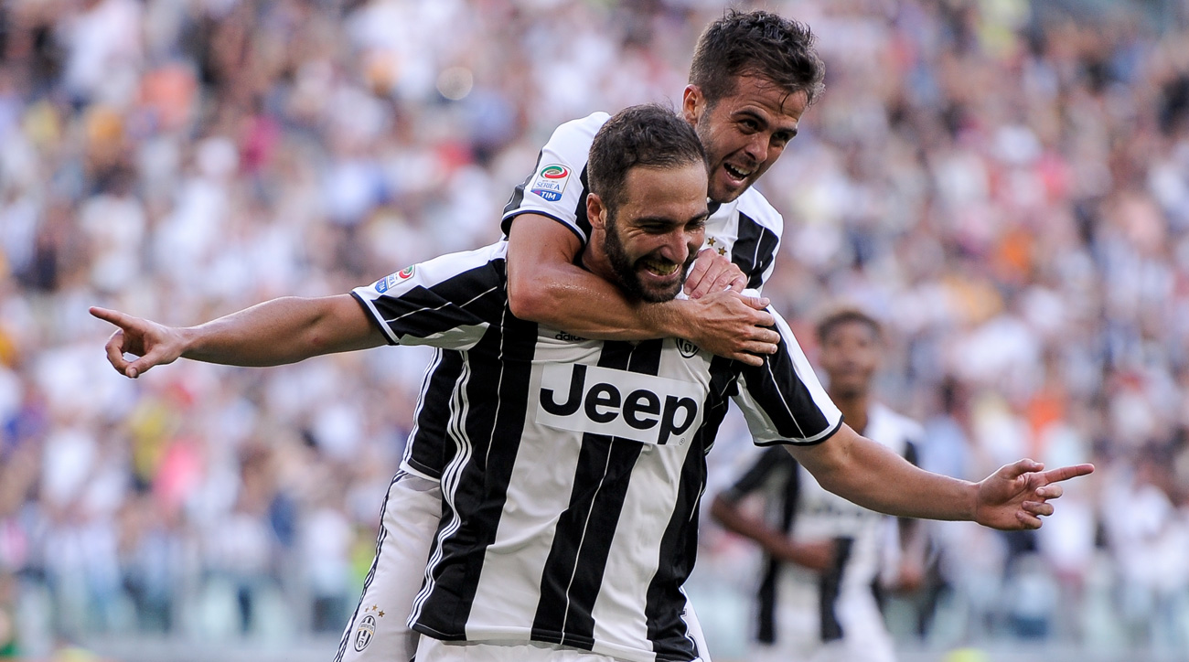 Gonzalo Higuain scores a wonderful goal for Juventus