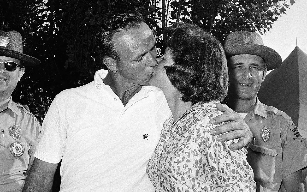 Arnold Palmer and his wife, Winnie Palmer, in 1962