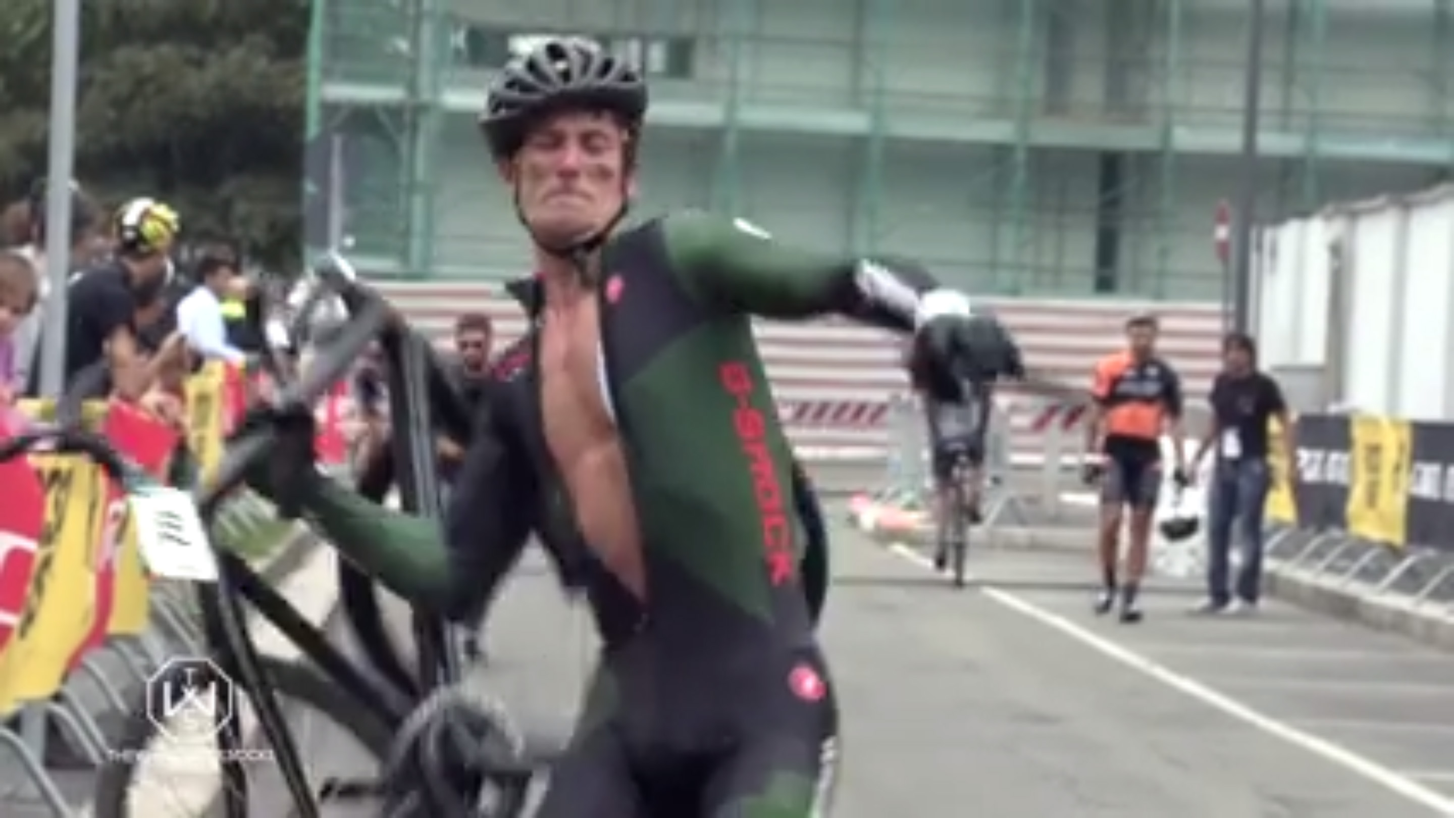 Video Cyclist Snaps Bike In Half At Red Hook Criterium