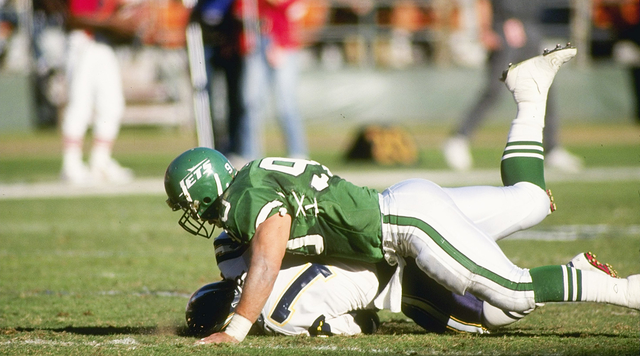 Dennis Byrd played four seasons for the Jets before a spinal injury abruptly ended his career in 1992. The Jets retired his number, 90, in 2012.