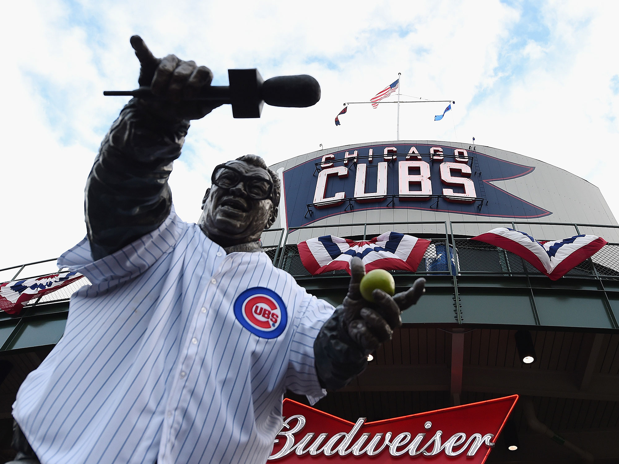 Harry Caray statue, Chicago Cubs