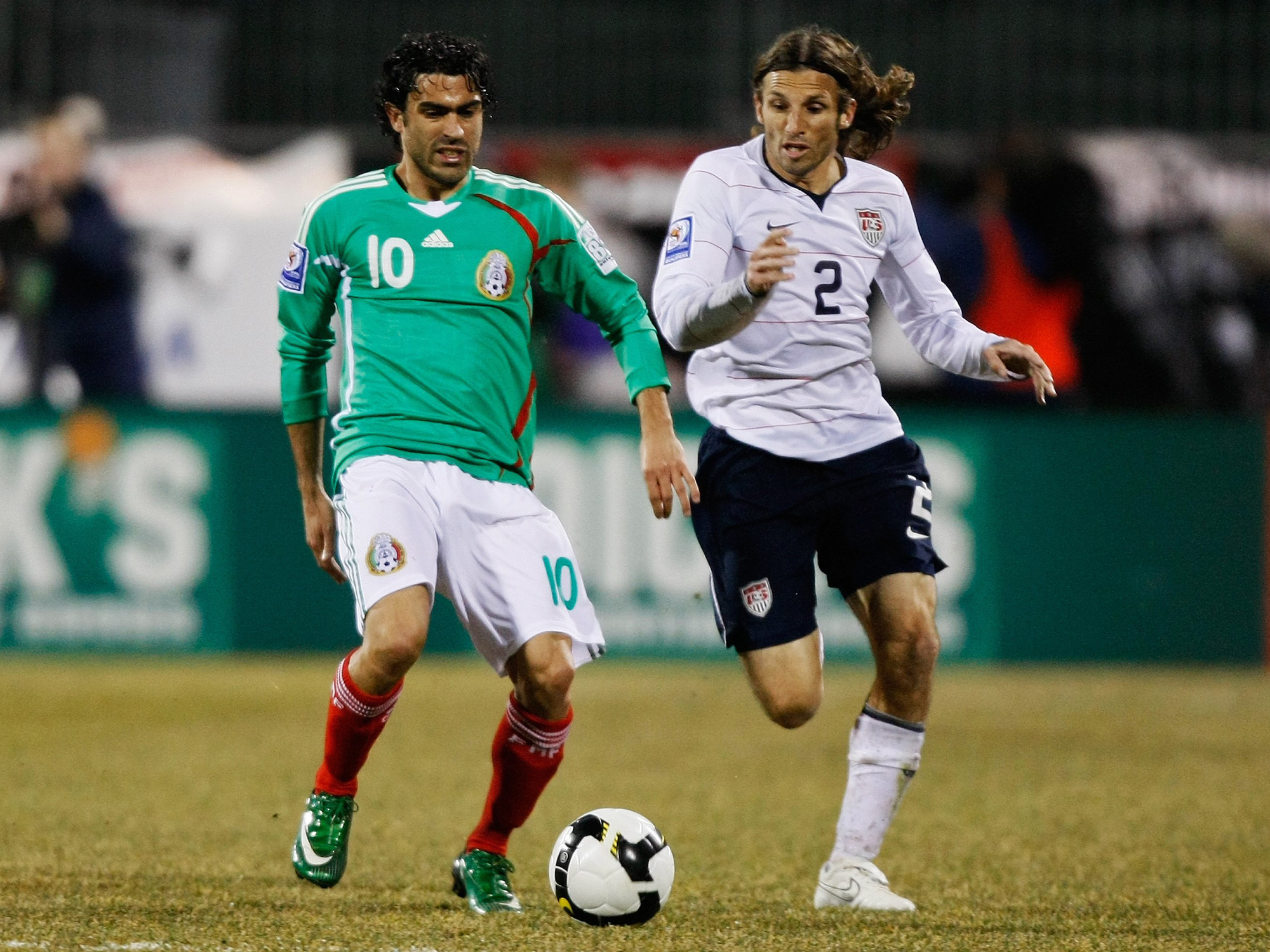 Frankie Hejduk playing for the USA vs Mexico in 2009