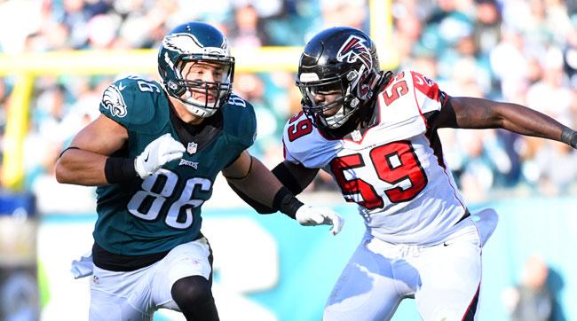 Falcons linebacker De'Vondre Campbell (59) covers Eagles tight end Zach Ertz.