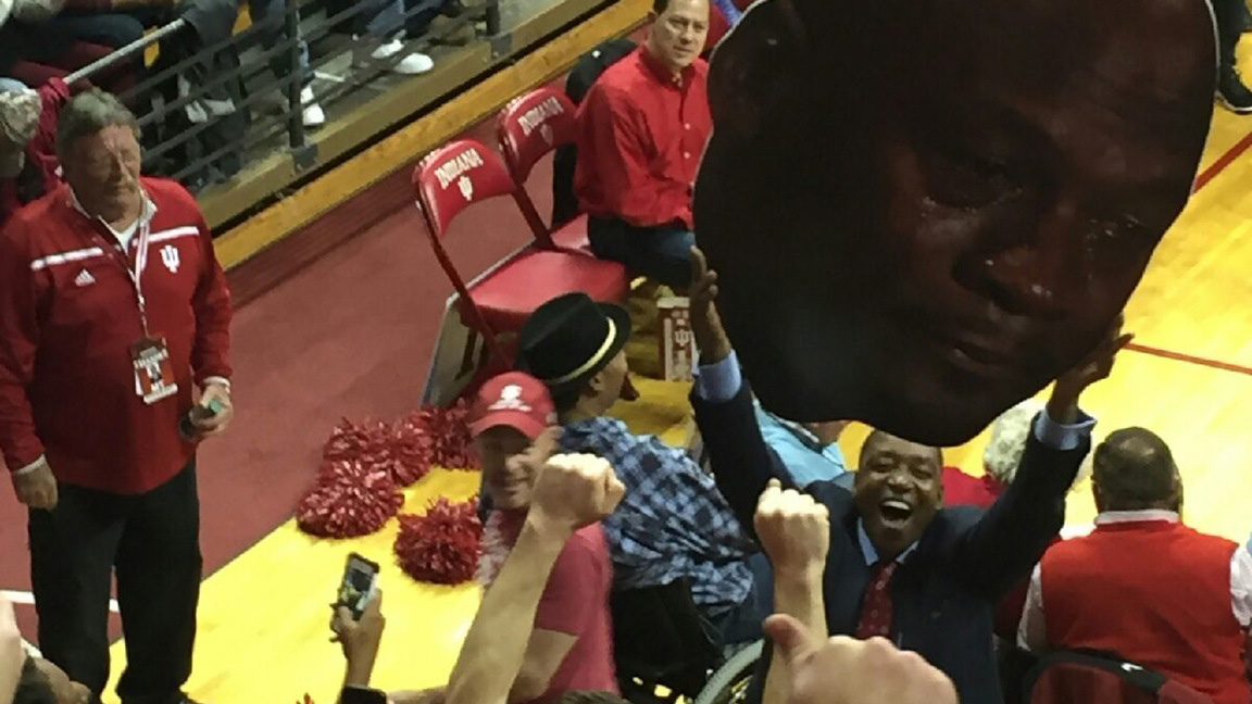IndianaUNC Isiah Thomas Holds Crying Michael Jordan SIcom - Michael jordan us map crying