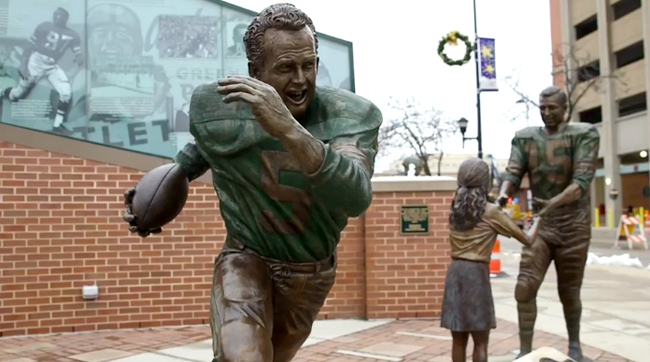 A Paul Hornung statue in a plaza on the Packers Heritage Trail.