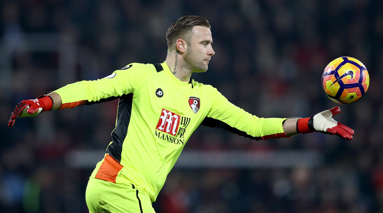 Artur Boruc makes a game-winning save for Bournemouth vs. Leicester