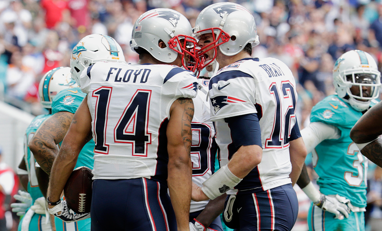 Tom Brady connected with Michael Floyd for the wide receiver's first TD as a Patriot.