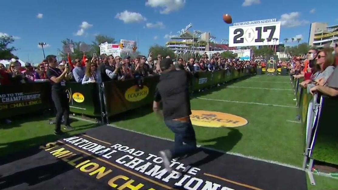 College football fan fails in $1 million throw (video)   SI.com