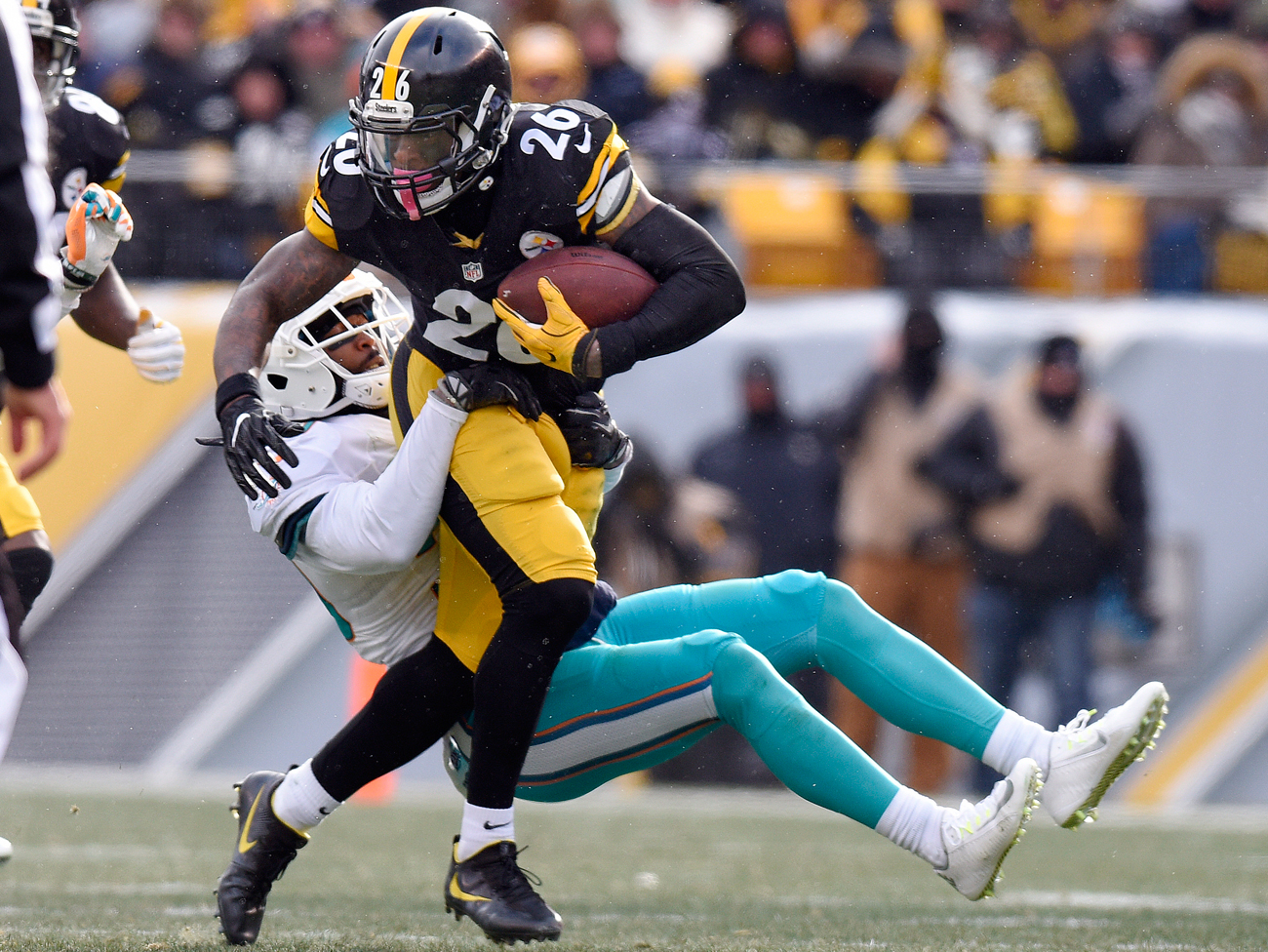 packers steelers off to scary start in nfl playoffs the mmqb le veon bell s 167 rushing yards against the dolphins set a new steelers franchise record for the postseason