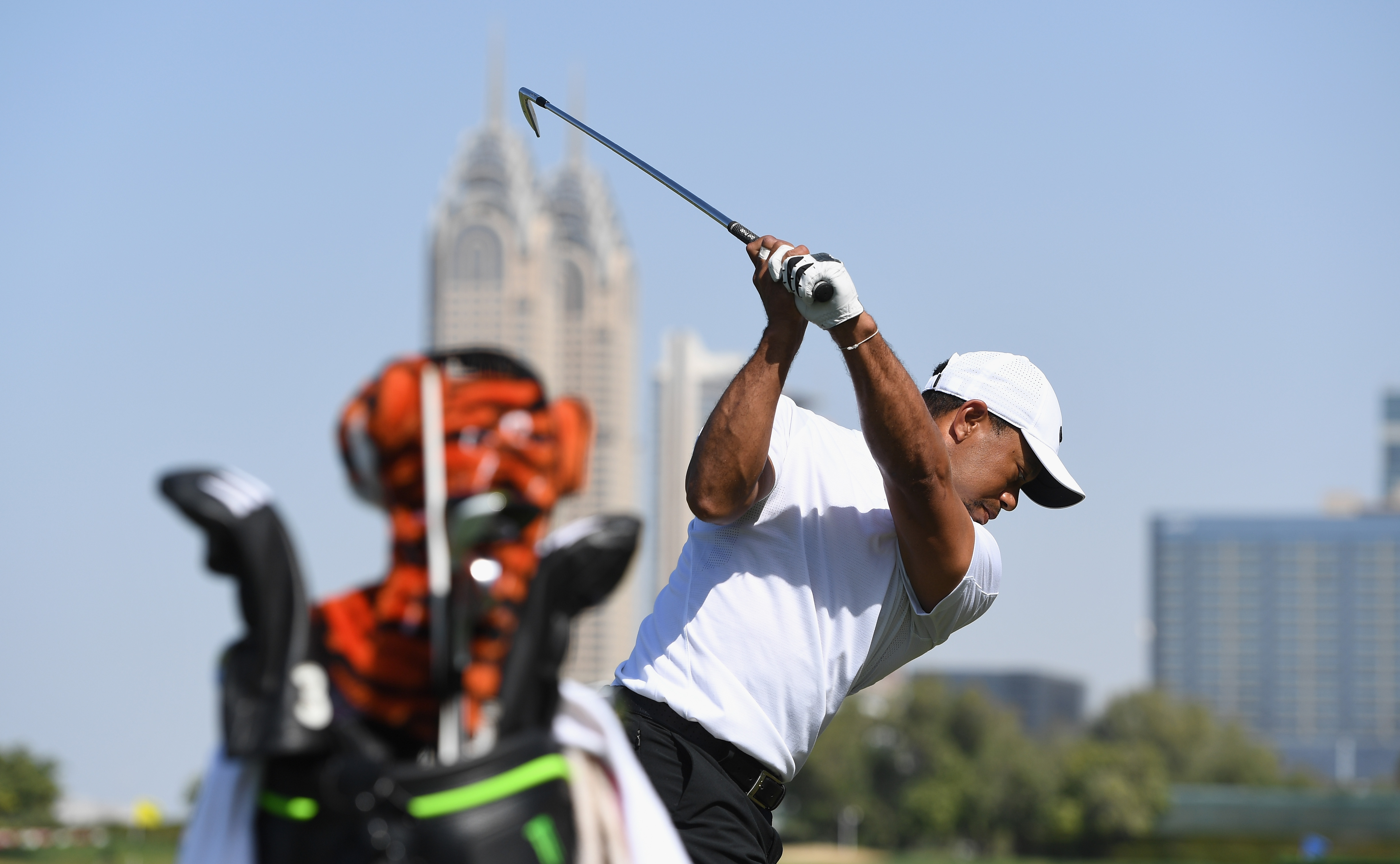Tiger Woods warms up on the range ahead of the 2017 Omega Dubai Desert Classic.