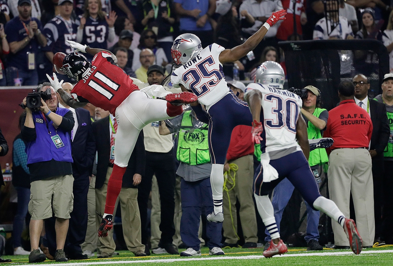 Julio Jones added to his highlight reel with a finger-tip-to-toe-tap catch on the sideline in the fourth quarter.