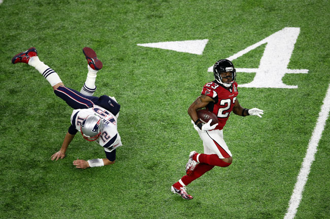 Robert Alford zips past Brady for a pick-six in Super Bowl 51.