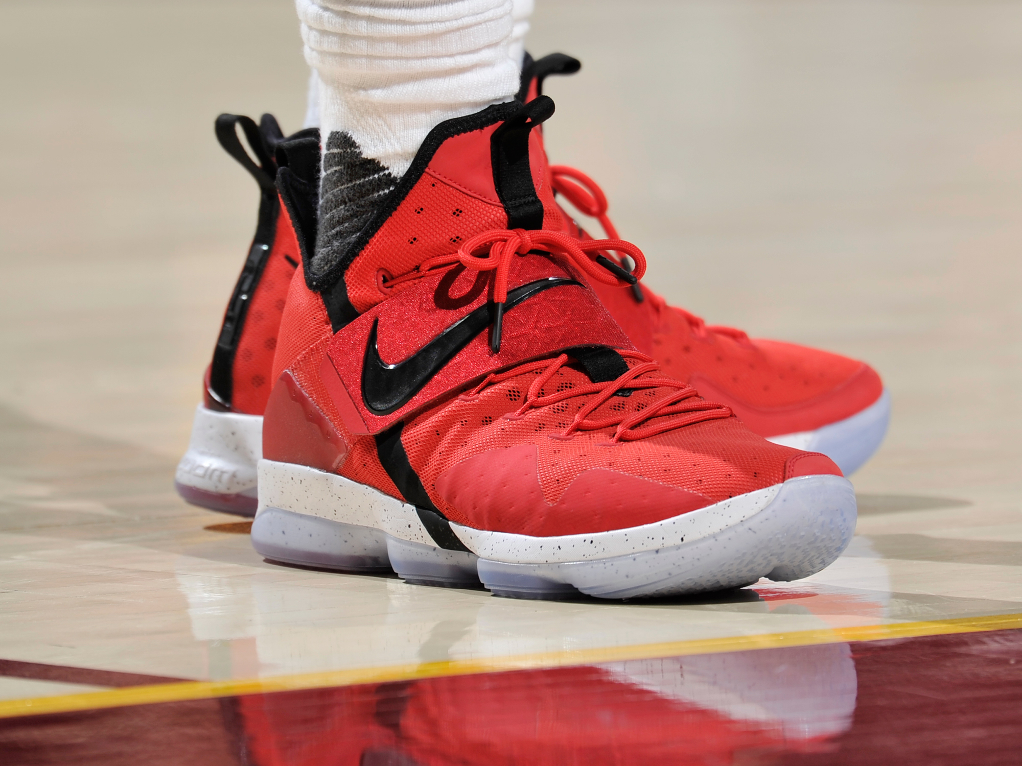 "Nike Basketball LeBron XIV ""University Red'"