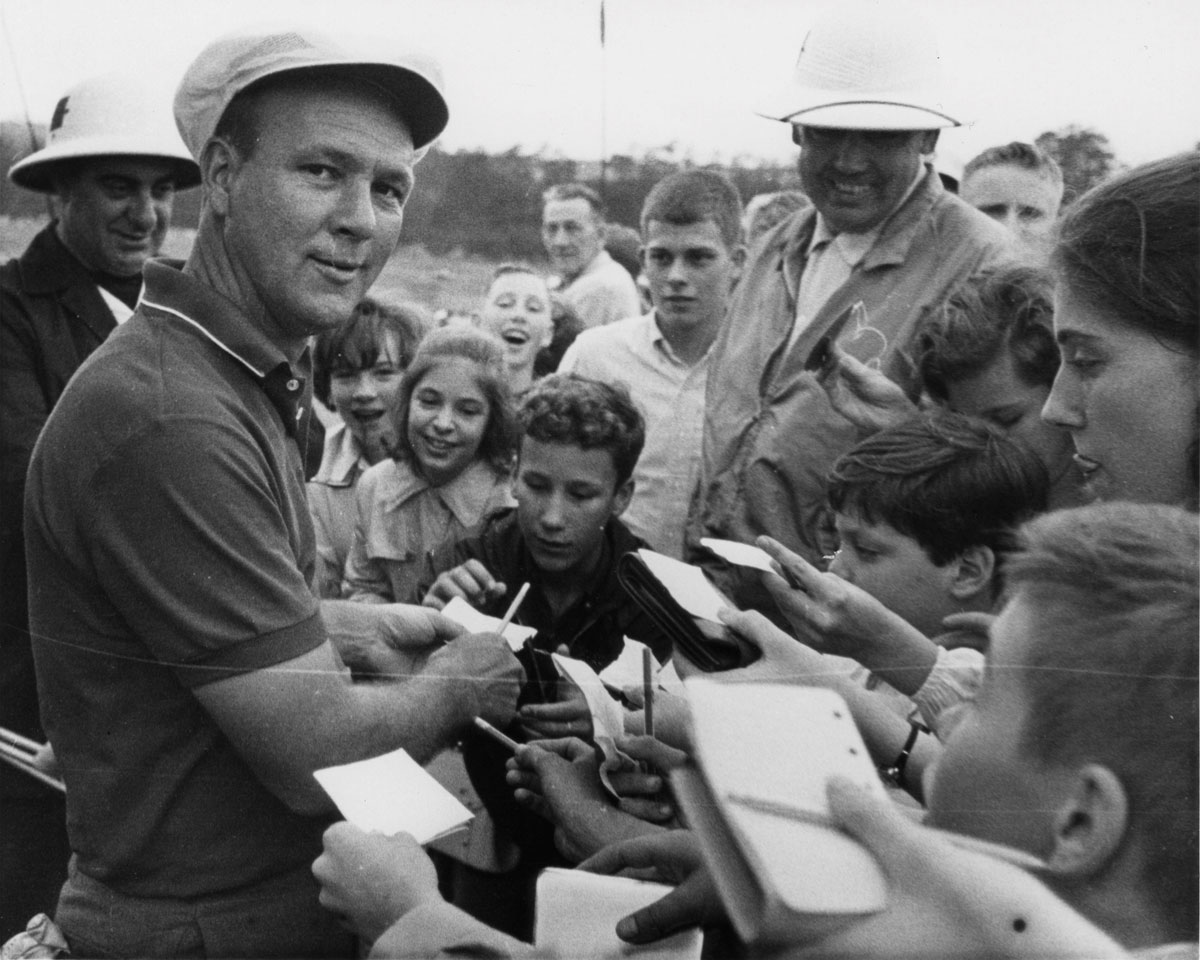 Arnold Palmer signs autographs at the 1964 Masters.
