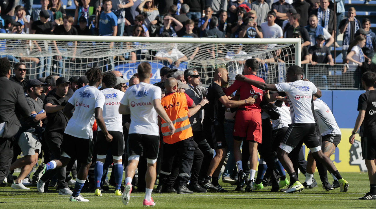 Bastia fans attacked Lyon players in Ligue 1