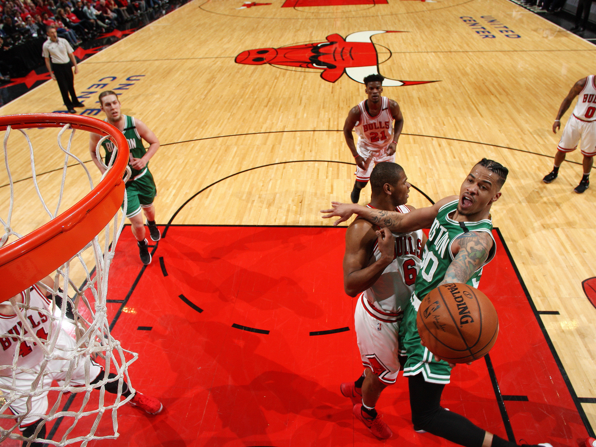 Celtics try to finish off Bulls