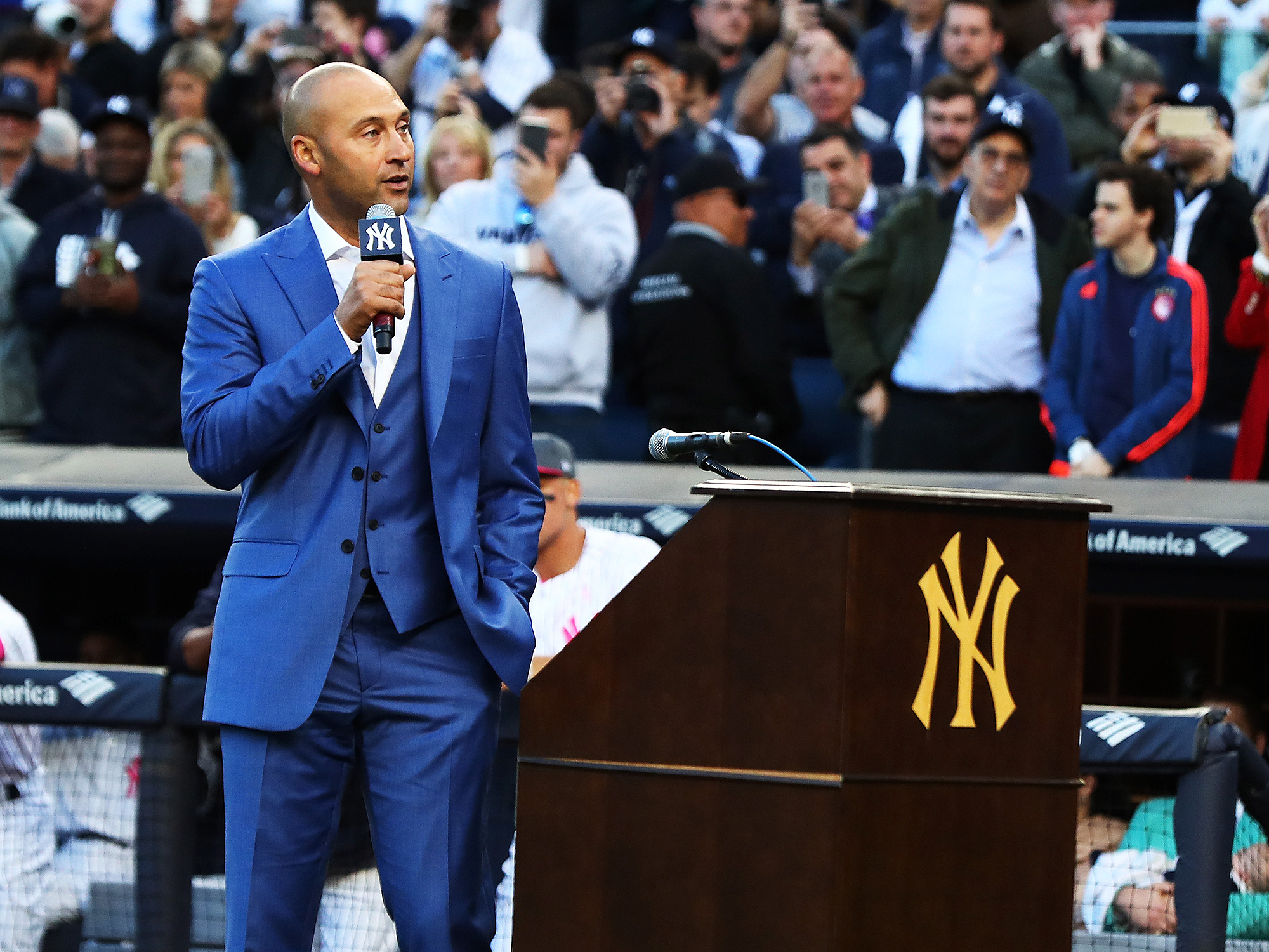 Derek Jeter handles Yankees number retirement like a pro  324e9940693