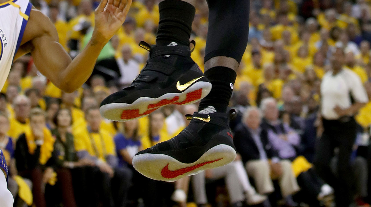 Nike Zoom LeBron Soldier 11 PE worn by LeBron James