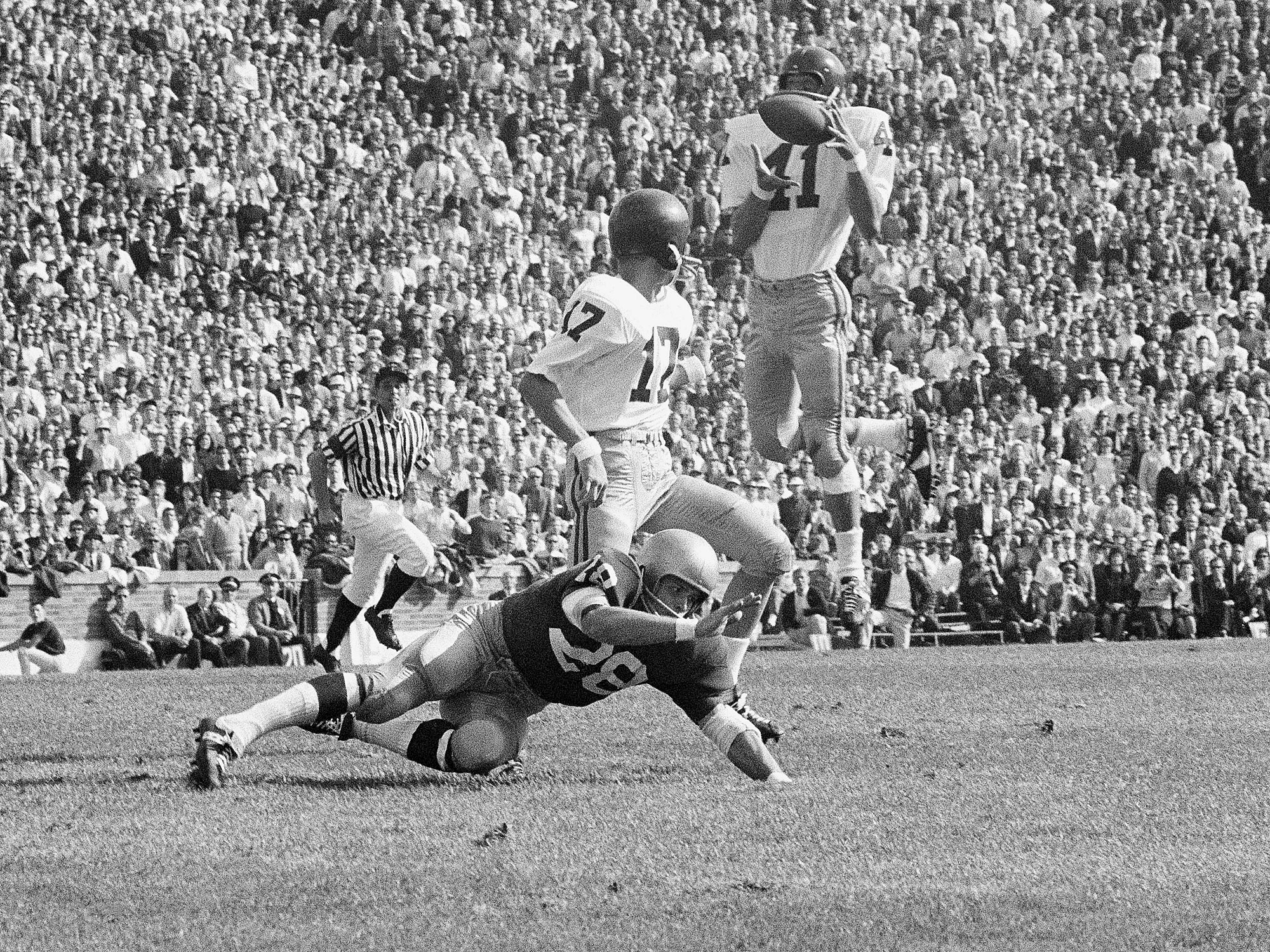 Jaroncyk's father, Bill, was a standout football player at USC in the late 1960s.