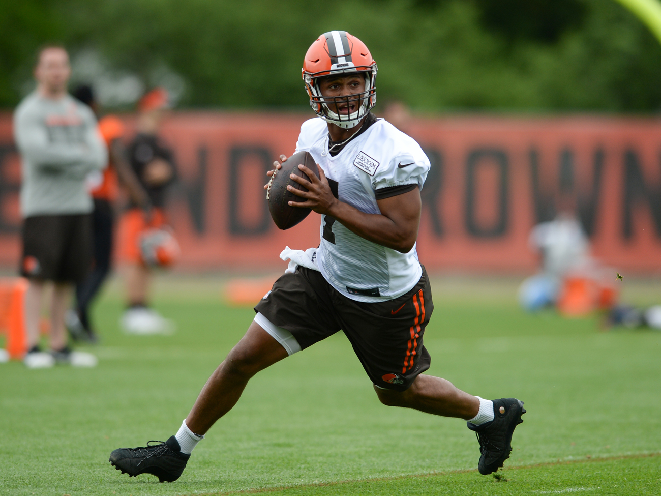 Browns rookie quarterback Deshone Kizer turned some heads during the team's minicamp.