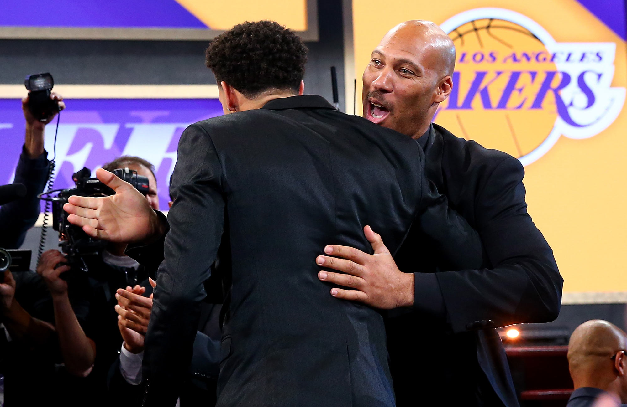 Lakers GM compares Lonzo Ball to Tom Brady, Aaron Rodgers
