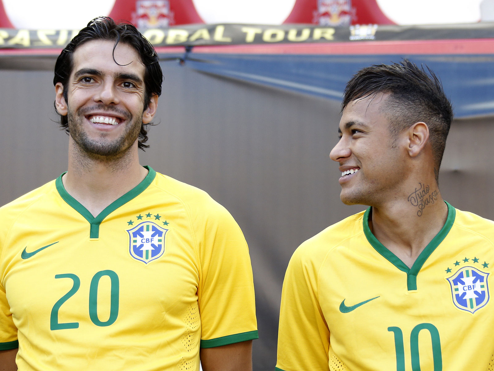 Neymar and Kaka during a 2015 Brazil friendly vs. Costa Rica