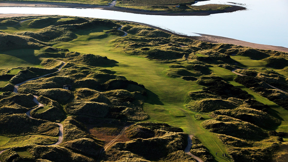 The key to taking on Waterville's 468-yard, par-4 15th? Gorse management.