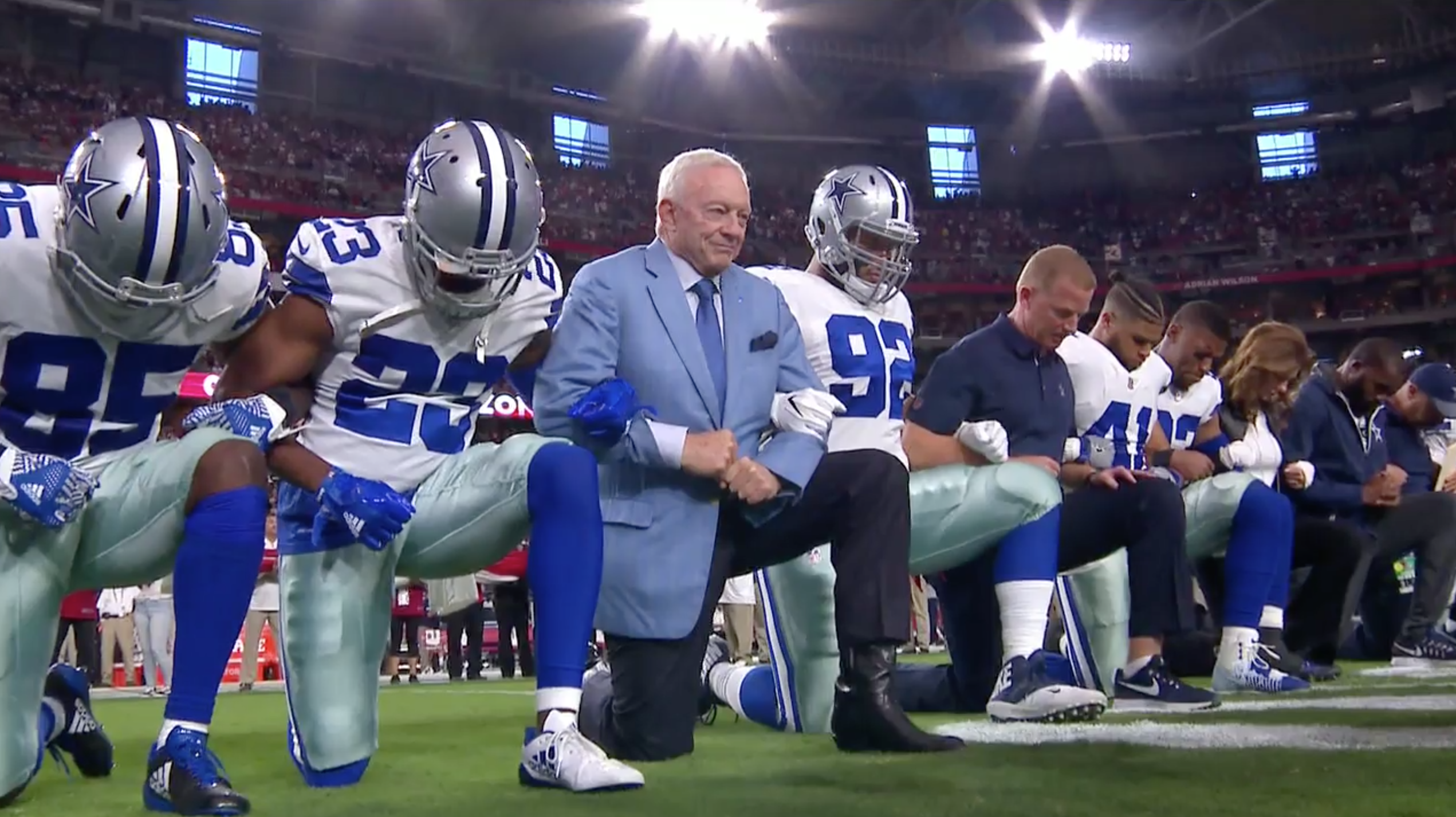 Cowboys kneel during national anthem (photo) | SI.com