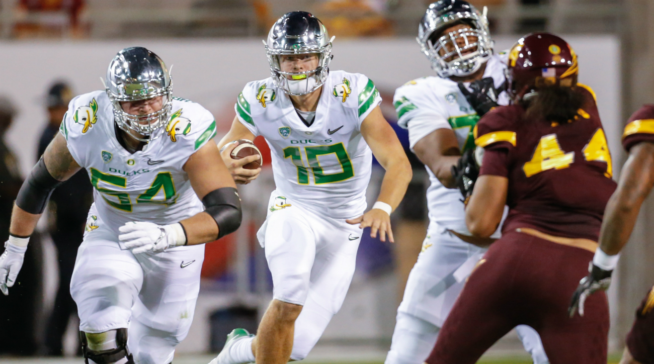 Justin Herbert injury: Oregon QB Out With Broken Collarbone | SI.com