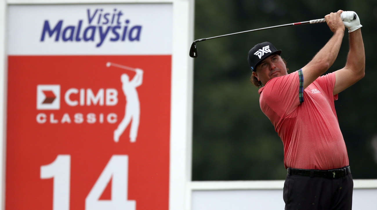 While you were sleeping, Pat Perez was shooting 7-under 65 at the CIMB Classic.