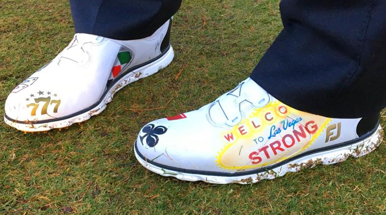 A closer look at Hoffman's Vegas-themed golf shoes.